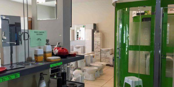 kabiny prysznicowe wystawa sklepowa